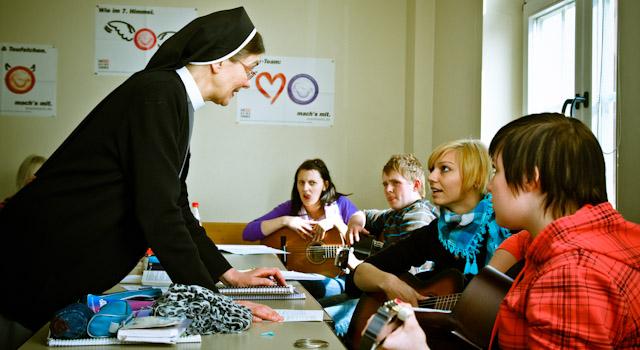 Gitarrenunterricht an der Katholischen Berufsbildenden Schule, Bergschule St. Elisabeth Heiligenstadt (Foto: SMMP/Beer)