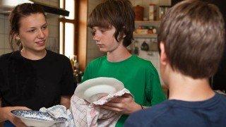 Küchendienst: Zuhause haben die meisten eine Spülmaschine. (Foto: SMMP/Beer)
