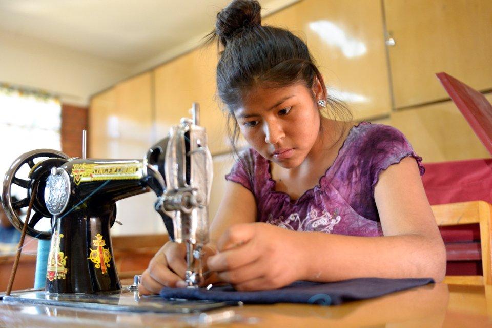 Ausbildungskurs für Nähen und Handarbeiten im Kinderheim Comunidad La Providencia, Cuatro Esquinas,. (Foto: Florian Kopp/SMMP)