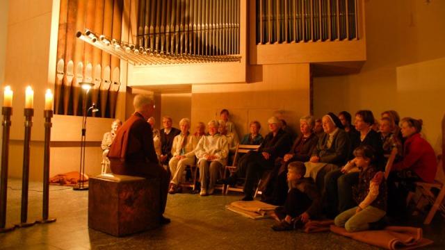 Bibelerzählnacht in der Dreifaltigkeitskirche des Bergklosters Bestwig. (Foto: SMMP/Bock)