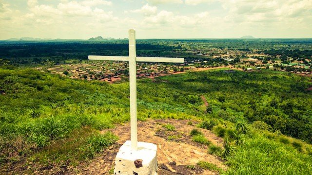 Gipfelkreuz über Metarica, Mosambik (Foto: Achim Pohl)