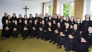 39 Schwestern der heiligen Maria Magdalena Postel feiern in diesem Jahr ihr persönliches Ordensjubiläum. Der Groߟteil von ihnen war am Samstag im Bergkloster Bestwig dabei. Foto: SMMP/Bock