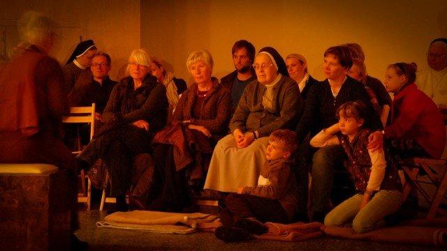 Bibelerzählnacht im Bergkloster Bestwig: Im vergangenen Jahr kamen 120 Zuhörer. (Foto: SMMP/Bock)