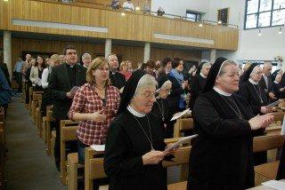 Neben den Ordensschwestern feierten zahlreiche Angehörige, Freunde und Wegbegleiter die Profess von Sr. Ruth mit. Foto: SMMP/Bock