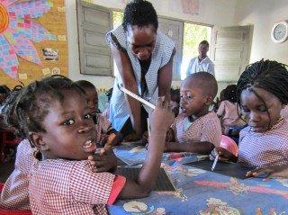 """Auch diese Kinder besuchen ab heute die neue """"Kleine Schule Julie Pstel"""" in Metarica/Mosambik. Foto: Sr. Klara Maria Breuer/SMMP"""