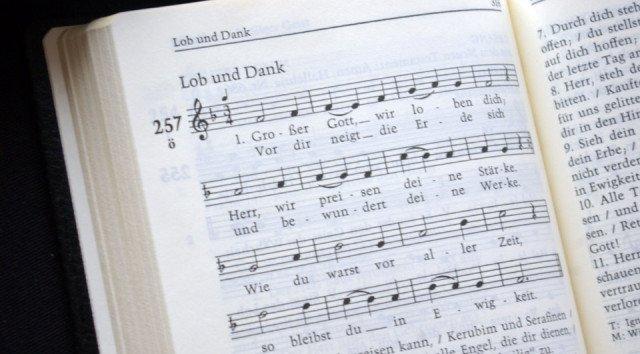 Großer Gott wir loben Dich erklingt zum Jahreswechsel in der Klosterkirche.