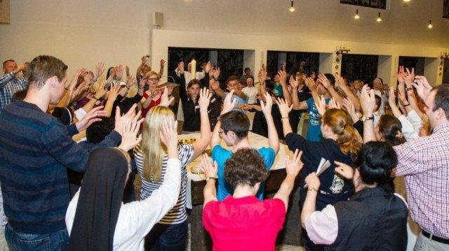 Tanz drückt Bewegung aus. Ein wichtiges Symbol in der Liturgie eines außergewöhnlichen Pfingstgottesdientes. Foto: SMMP/Bock