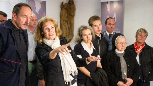 Bettina von Trott zu Solz erkärt den Ausstellungsbesuchern die Abdrücke auf dem Turiner Grabtuch. Foto: SMMP/Bock
