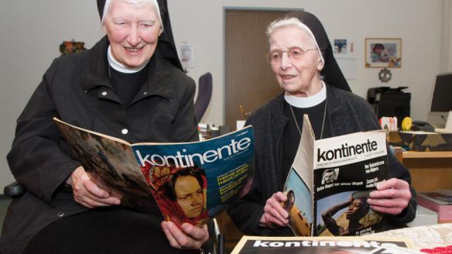 Sr. Maria vom Berge Karmel Tietmeyer (l.) und Sr. Christa Maria Henninghaus sind kontinente seit der ersten Ausgabe vor 50 Jahren besonders verbunden. Foto: SMMP/Bock