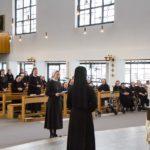 Schwester Franziska verspricht gottgeweihte Keuschheit, Armut und Gehorsam für die Dauer von zwei Jahren. (Foto: SMMP/Beer)