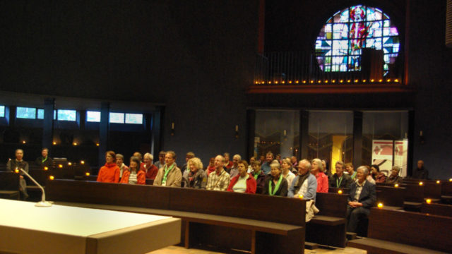 Über 50 Besucher kamen am Freitagabend in die St. Bonifatius-Kirche im Leipziger Süden. Foto: SMMP/Bock