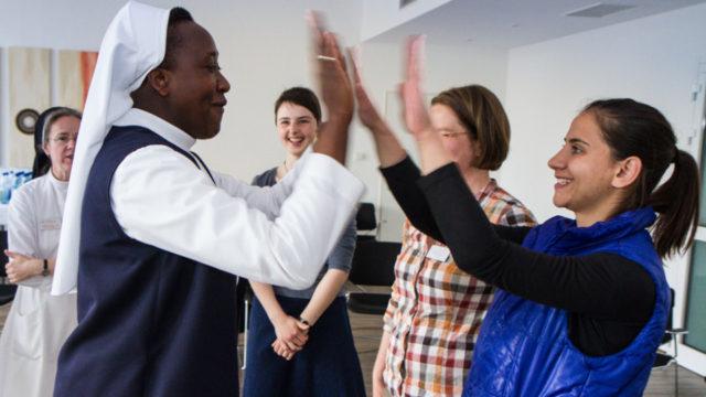 Internationale Begegnungen prägten auch das internationale Pfingsttreffen im vergangenen Jahr. Foto: SMMP/Bock