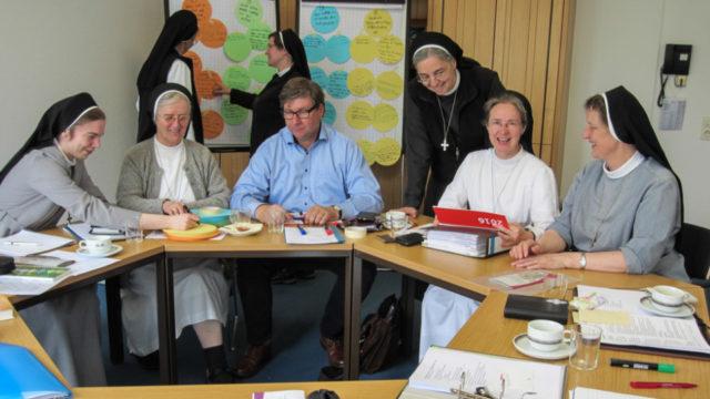 Die Arbeitsgruppe Berufungspastoral bei der Arbeit. Foto: Sr. Beata Maria Brohl.