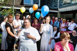 Beim Tag der offenen Tür 2012 anlässlich des 200-jährigen Bestehens der deutschen Ordenskongregation war im Bergkloster Bestwig eine Menge los. Foto: SMMP/Bock