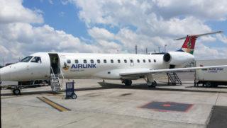 Dieses Flugzeug bringt uns von Johannesburg nach Mosambik.