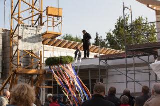 Richtfest im Oktober 2016 bei der Senioren-WG in Oelde-Sünninghausen. Diese Einrichtung nimmt im Mai ihren Betrieb auf. Foto: SMMP/Andreas Beer