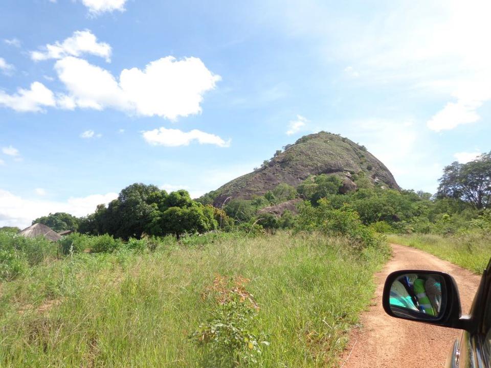 Landstraße in Mosambik. (Foto: Lehmeier/SMMP)