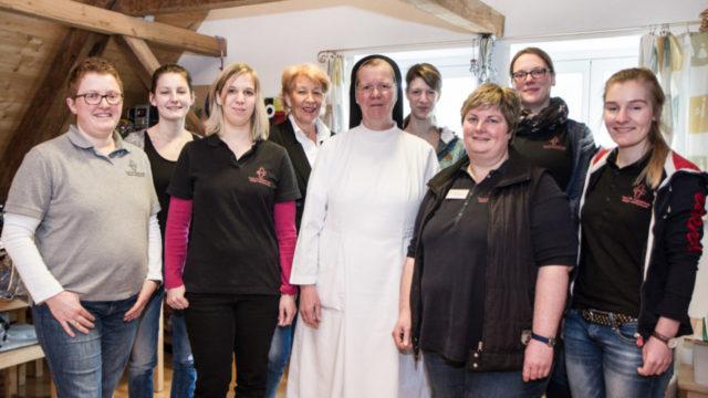 Schwester Maria Gabriela Franke mit dem Team der Ergotherapeutischen Praxis im Kloster Oelinghausen. Foto: SMMP/Bock