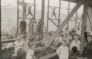 """Das im Bau befindliche Sanatorium war anfangs ein """"Tummelplatz für Kinder"""". Foto: Archiv"""