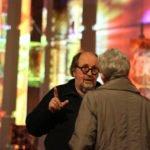 Nach der Darbietung suchen viele Besucher das Gespräch mit Ludger Hinse. Foto: SMMP/Ulrich Bock