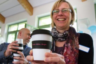 Flexibiität und Bewegung sind in den kommenden Jahren gefordert: Dafür steht auch der Coffee-to-go-Becher, den die Projektteilnehmerinnen und -teilnehmer zum Abschluss des Tags bekamen. Foto: SMMP/Bock