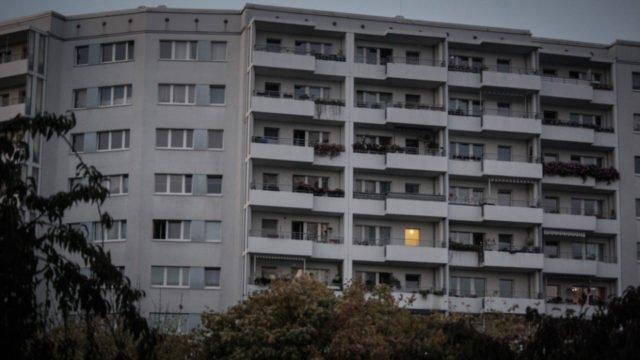 Vereinzelt brennt in den Häusern noch Licht. Wo wird hier Advent gefeiert? Foto: SMMP/Ulrich Bock