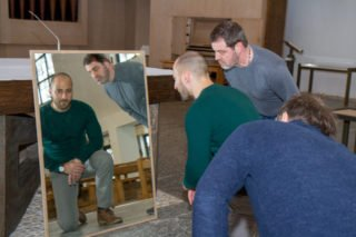 Alle vier Schauspieler spielen Judas - und spiegeln ihn, auch in die Gegenwart. Foto: SMMP/Ulrich Bock