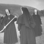 Mutter Bernarda vom Kreuz Münstermann, damalige Generaloberin der Ordensgemeinschaft, beim Spatenstich im Jahr 1965. Foto: Archiv SMMP