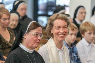 Schwester Ruth ist die Freude anzusehen. Foto: SMMP/Ulrich Bock