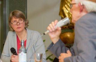 """Moderiert wurde das Podium von der Journalistin und designierten Chefredakteurin der KIrchenzeitug """"Der DOM"""", Claudia Auffenberg. Foto SMMP/Ulrich Bock"""