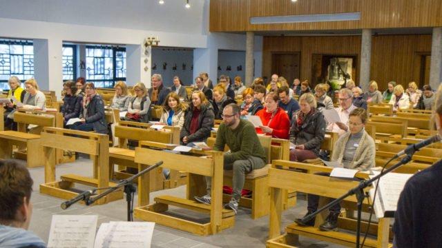 er Gottesdienst schloss den Tag ab. Und zum Abschied erhielten alle Besucherinnen und Besucher einen kleinen Engel. Foto: SMMP/Ulrich Bock