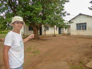Der Bischof hatdie Laienmissionarin Inés Berns gebeten, die Häuser, die früher von Studenten bewohnt waren, als Unterkünfte für Mädchen und Frauen wieder herzurichten. Foto: Sr. Theeresia Lehmeier/SMMP