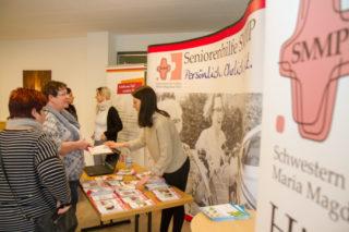 """Viele Informationen gab es beim """"Markt der Möglichkeiten"""" auch am Stand der Seniorenhilfe SMMP. Foto: SMMP/Ulrich Bock"""