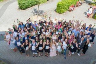 Abschlussfeiern wie hier die der Erzieherinnen und Erzieher am Berufskolleg Bergkloster Bestwig im vergangenen Jahr wird es 2020 nicht geben. Foto: SMMP/Ulrich Bock
