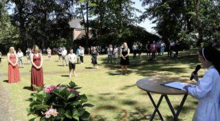 Abschlussfeier im Garten des Berufskollegs Canisiusstift in Ahaus. Foto: Mathias Krüskemper/SMMP