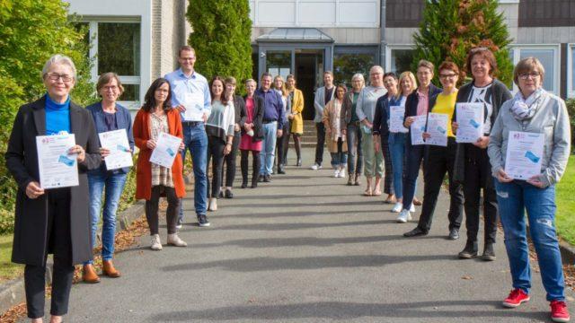 Gruppenfoto zm Abschluss der Zertifikats-Übergabe in Bestwig. Foto: SMMP/Ulrich Bock