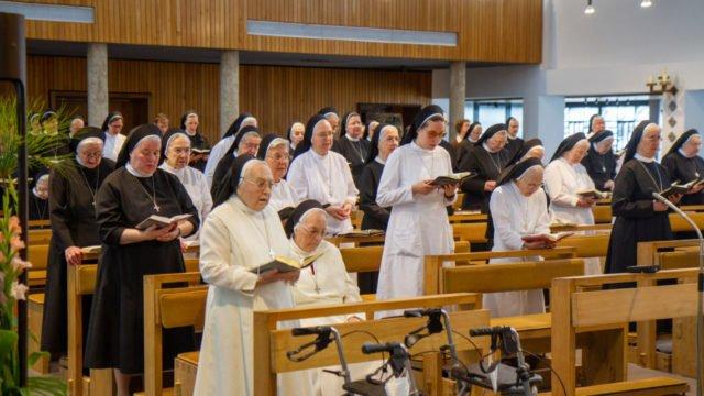 Mit einem Gottesdienst beginnt das Provinzkapitel der Schwestern der heiligen Maria Magdalena Postel im Bergkloster Bestwig. Foto: SMMP/Ulrich Bock